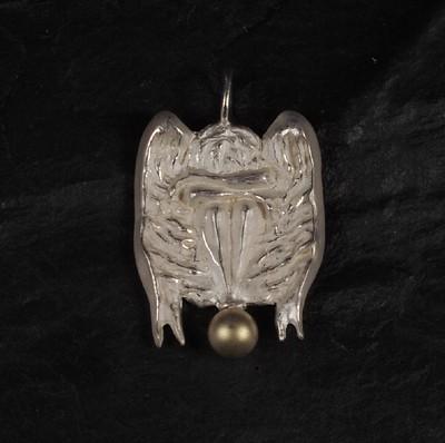 Engel auf Goldkugel